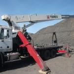 Stiff boom crane leg mount