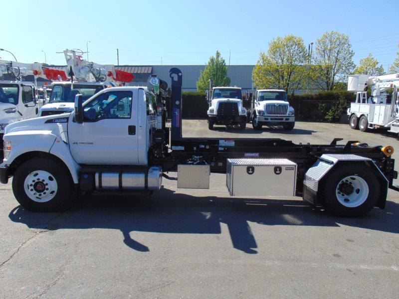 Stellar 138-18-20 Hooklift on Ford F750 XLT