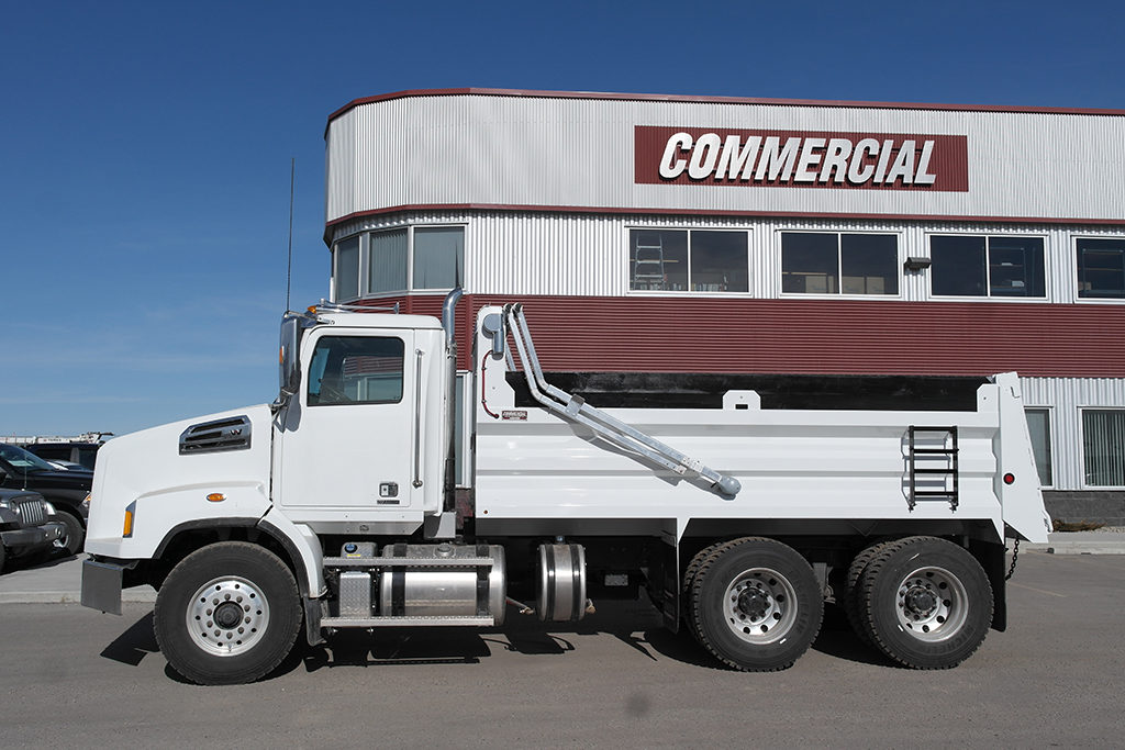 Renn 15′ HSSL Gravel Box on Peterbilt 567