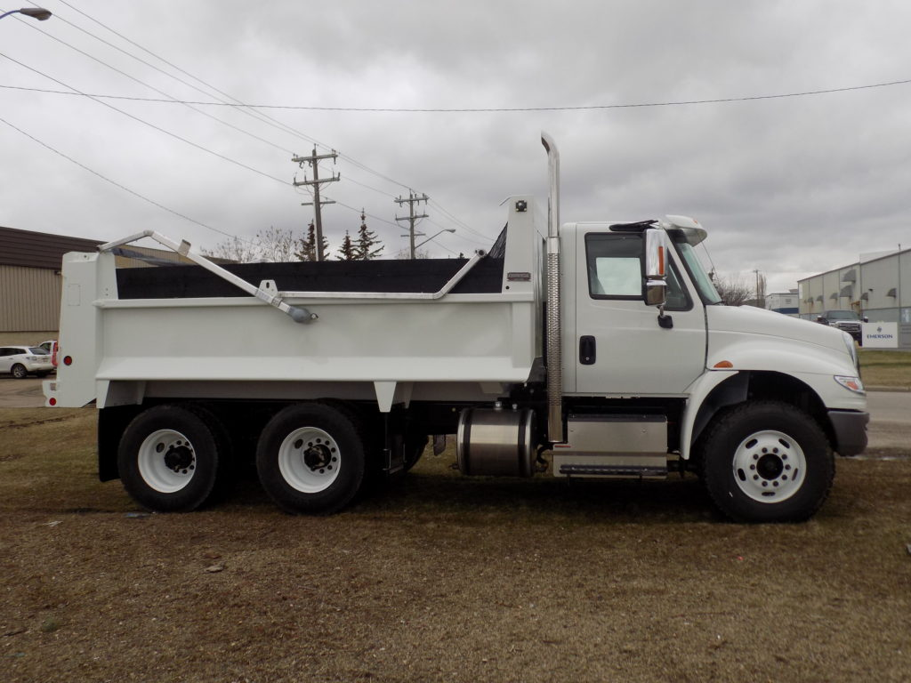 Bibeau 15′ MHD on International 4400 SBA 6×4