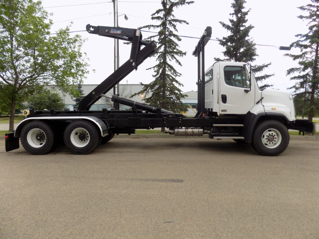 Stellar 174-20-52 Hooklift on Freightliner 108SD