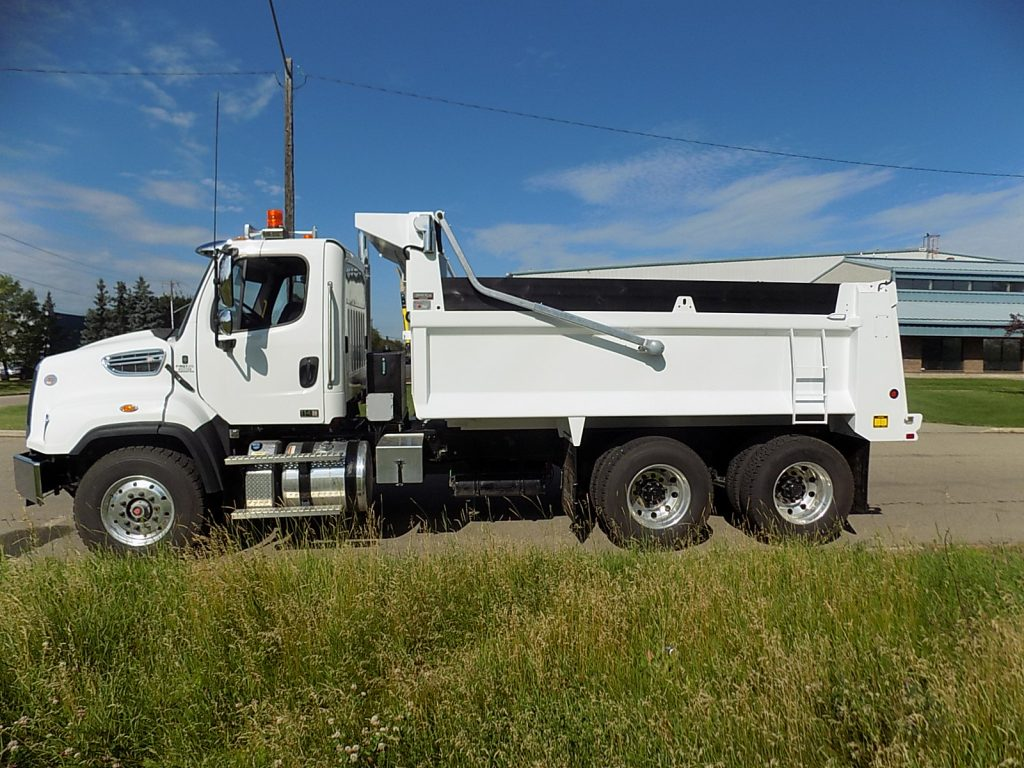 Bibeau BFLS 15′ Gravel Box on Freightliner 114 SD
